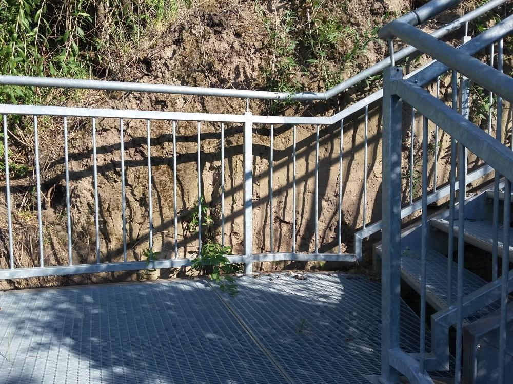 Exkursion Pettendorf: Der Aufstieg zum Leeberg Pettendorf wurde mit einer Metallstiege realisiert